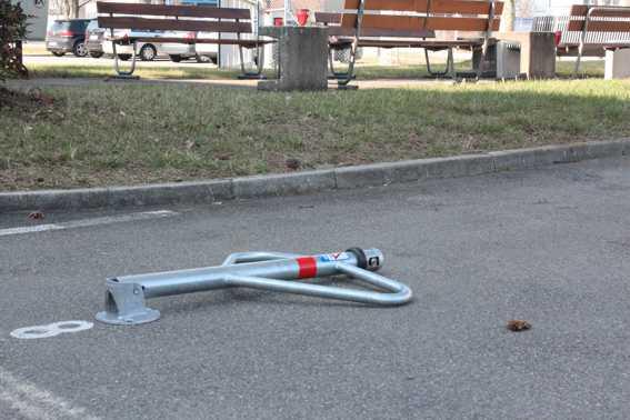 Schlüsseldienst Zürich Parkplatzsperren liegend