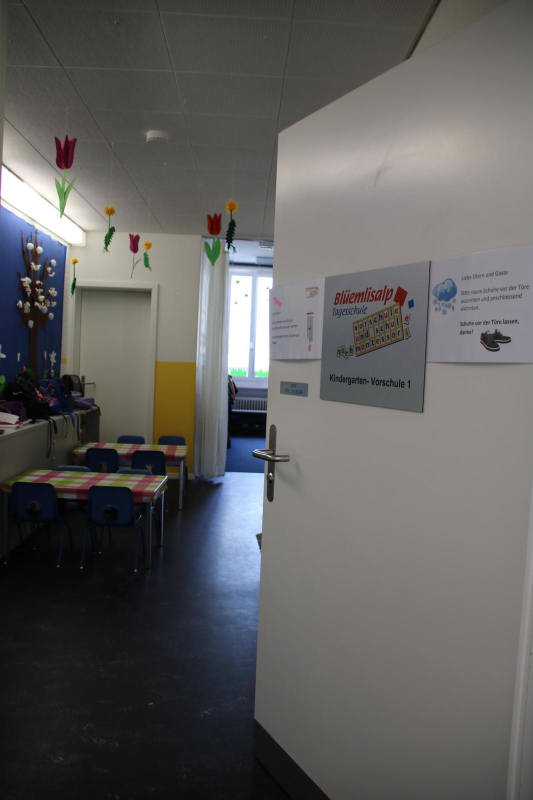 Brandwarnanlage von Schlüsseldienst Zürich Master Key Montessori Schule Raum